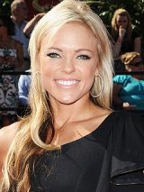 "Admirable Women – Jennie Finch Rejects ""Infamous"" Fame for Family"